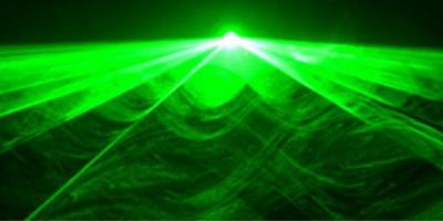 Le DJ ne doit pas utiliser son laser durant l'ouverture de bal de mariage