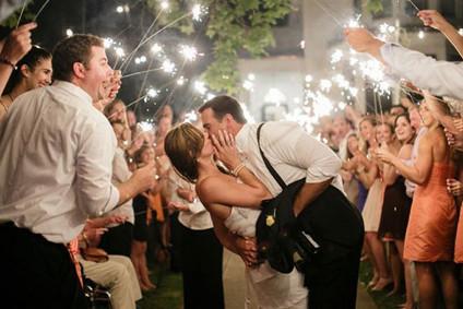 Scintillants à l'entrée des mariés