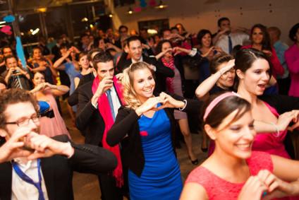 Danse en ligne à un mariage